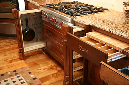 Kitchen cabinet storage features for Kitchen cabinets with drawers